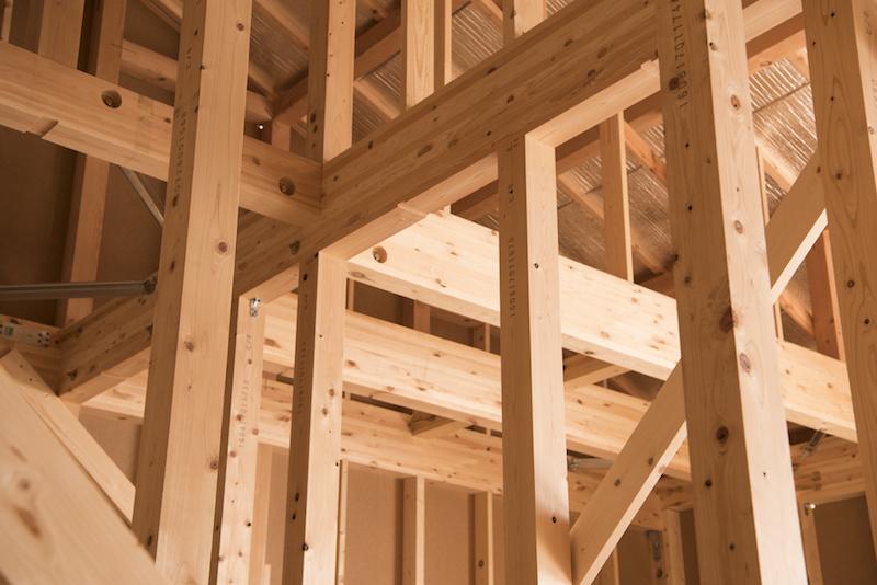 建築中の木造一戸建て住宅